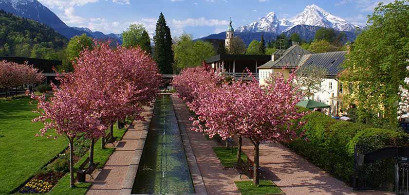 Berchtesgaden gardens.jpg